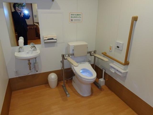 車椅子対応型トイレ